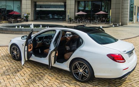 Mercedes E-Class moi gia tu 2,1 ty dong - Anh 4