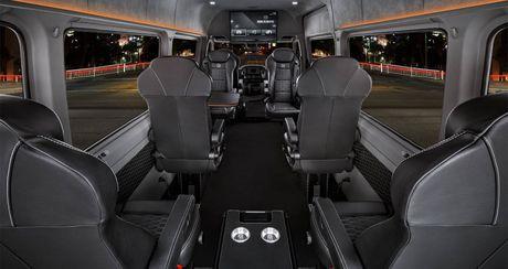 """Mercedes-Benz Sprinter """"do"""" gia hon 275.000 USD - Anh 4"""