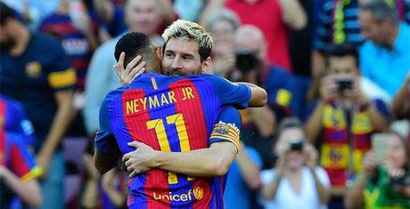 Bung no sau chan thuong, Messi lai 'dap do' 1 cai ten - Anh 1