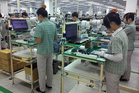 Cong nhan Samsung Viet Nam tu tin ve kha nang vuot qua con bao Note 7 - Anh 1