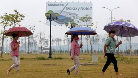 Cong nhan Samsung Viet Nam tu tin ve kha nang vuot qua con bao Note 7 - Anh 2