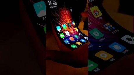 Xem video dien thoai uon deo 'chat lu'cua Xiaomi - Anh 1
