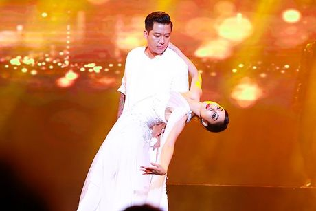 Liveshow 12 ty Mr.Dam: 4000 khan gia 'vo oa' truoc su xuat hien bat ngo cua Tuan Hung - Anh 10