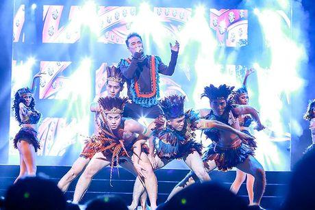 Liveshow 12 ty Mr.Dam: 4000 khan gia 'vo oa' truoc su xuat hien bat ngo cua Tuan Hung - Anh 12