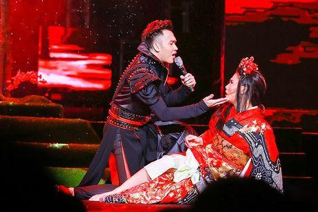 Liveshow 12 ty Mr.Dam: 4000 khan gia 'vo oa' truoc su xuat hien bat ngo cua Tuan Hung - Anh 18