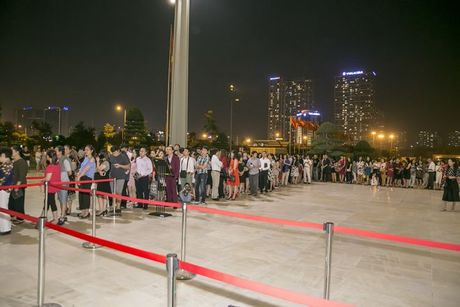 Liveshow 12 ty Mr.Dam: 4000 khan gia 'vo oa' truoc su xuat hien bat ngo cua Tuan Hung - Anh 1