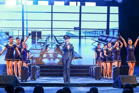 Liveshow 12 ty Mr.Dam: 4000 khan gia 'vo oa' truoc su xuat hien bat ngo cua Tuan Hung - Anh 24