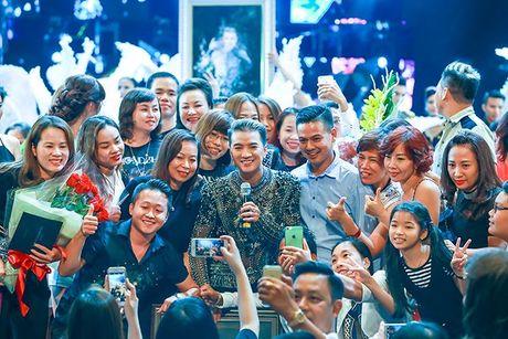 Liveshow 12 ty Mr.Dam: 4000 khan gia 'vo oa' truoc su xuat hien bat ngo cua Tuan Hung - Anh 29