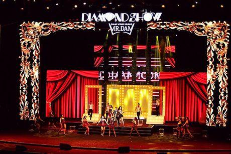 Liveshow 12 ty Mr.Dam: 4000 khan gia 'vo oa' truoc su xuat hien bat ngo cua Tuan Hung - Anh 5