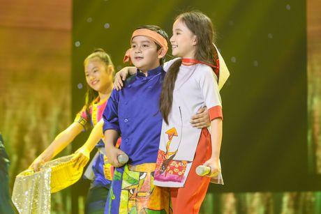 Noo Phuoc Thinh nhun nhay tren ghe nong co vu cho tro cung - Anh 11