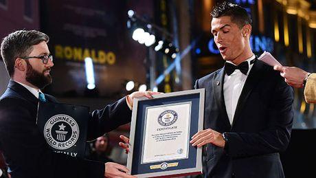 Ronaldo, Petr Cech ghi danh vao sach ky luc Guinness 2017 - Anh 3
