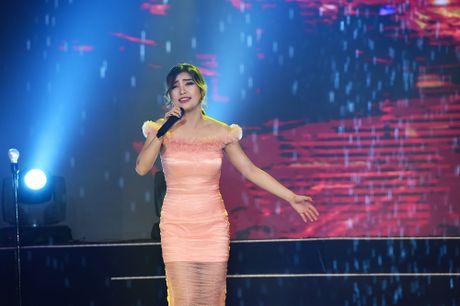 Con gai Phan Dinh Tung dang yeu tren san khau - Anh 11