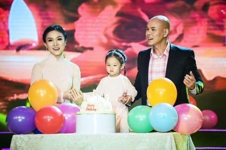 Con gai Phan Dinh Tung dang yeu tren san khau - Anh 1