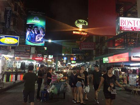 Pho den do Bangkok thua khach nhung ngay quoc tang - Anh 2