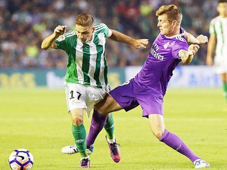 Real Betis 1-6 Real Madrid: 'Danh tennis' tung bung, cham dut ac mong hoa - Anh 1