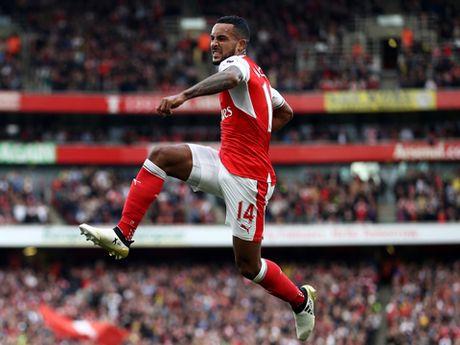 Arsenal da cho doi mot Walcott hay nhat trong suot 10 nam qua - Anh 1