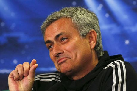 Dong cam voi trong tai, Mourinho van bi FA 'so gay' - Anh 1