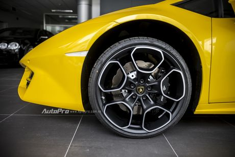 Can canh Lamborghini Huracan LP580-2 thu hai chuan bi cho VIMS 2016 - Anh 7