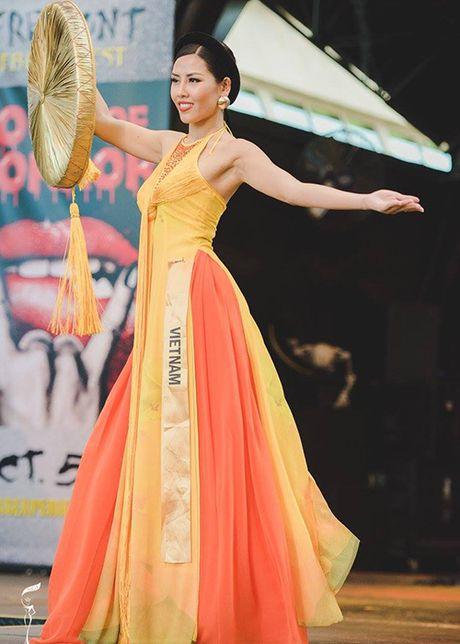 Nguyen Thi Loan mac ao tu than thi quoc phuc Miss Grand International - Anh 1