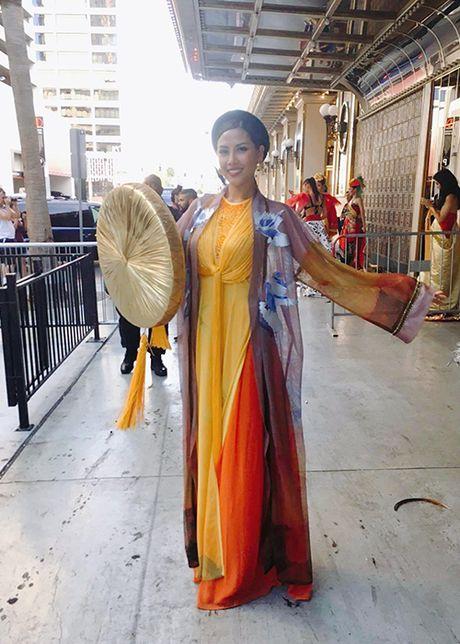 Nguyen Thi Loan mac ao tu than thi quoc phuc Miss Grand International - Anh 3