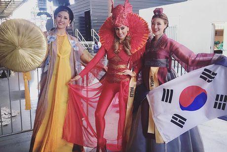 Nguyen Thi Loan mac ao tu than thi quoc phuc Miss Grand International - Anh 4