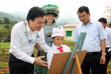 Bo truong Phung Xuan Nha tham nhung truong hoc kho khan nhat tinh Lao Cai - Anh 1