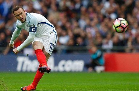 Mourinho benh vuc Rooney nhung lai lo ke hoach thay the - Anh 1