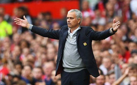 Mourinho benh vuc Rooney nhung lai lo ke hoach thay the - Anh 2
