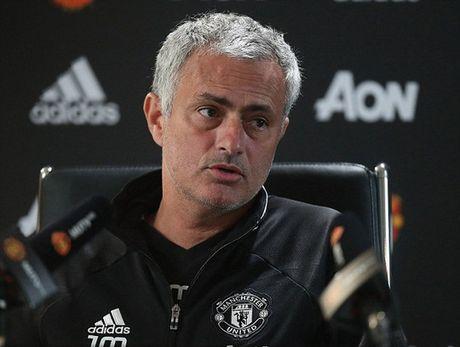 Mourinho de dat canh bao trong tai truoc dai chien Liverpool - Anh 1