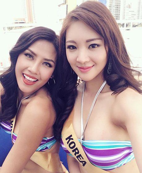 Nguyen Thi Loan tu tin trinh dien bikini ben dan nguoi dep quoc te - Anh 4