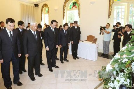 Chu tich nuoc vieng Nha Vua Thai Lan Bhumibol Adulyadej - Anh 3