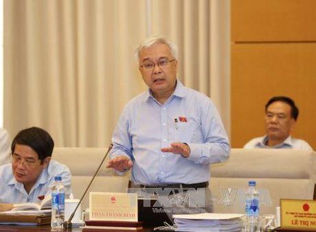 Uy ban Thuong vu Quoc hoi thao luan cac van de kinh te - xa hoi - Anh 1