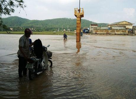 Mua lu tai Quang Binh: Nuoc rut den dau tan hoang den do - Anh 1