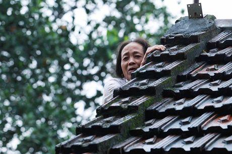 Cuoc song 'thap thom' tren noc nha cua hang nghin ho dan mien Trung trong con lu du - Anh 18