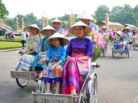 Festival Ao dai Ha Noi thu hut tren 30.000 luot khach - Anh 1