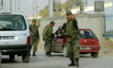 Anh dieu binh si sang Tunisia giup doi pho khung bo IS - Anh 1