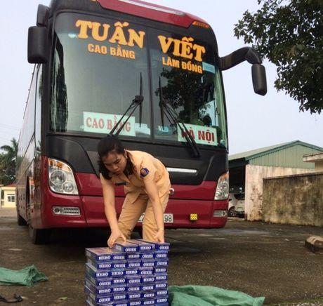 Thanh Hoa: Bat o to cho 840 bao thuoc la khong giay to - Anh 1