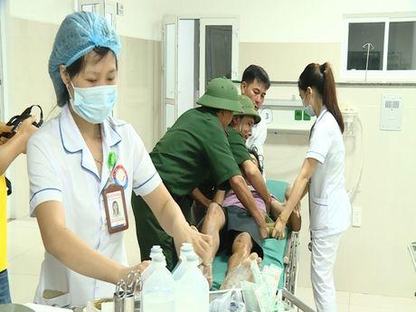 Quang Binh: Tim thay bon thuyen vien tren tau bi song bien cuon troi - Anh 2