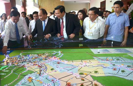 Thu tuong Nguyen Xuan Phuc: Ung ho manh me cong khai, cai tien thu tuc dau tu - Anh 1