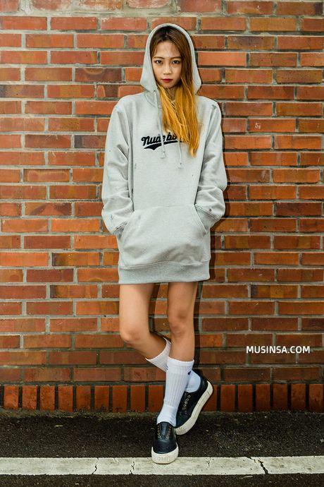 Mac ke cac loai ao trendy khac, cu thu sang la ao hoodie van cu 'hot' nhu thuong - Anh 6