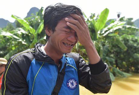 Cuoc song tren mai nha o ron lu Quang Binh - Anh 12