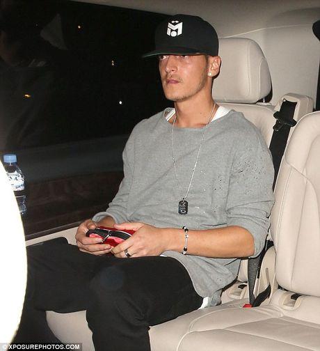 Mesut Ozil mung sinh nhat cung hop dem voi Justin Bieber - Anh 2
