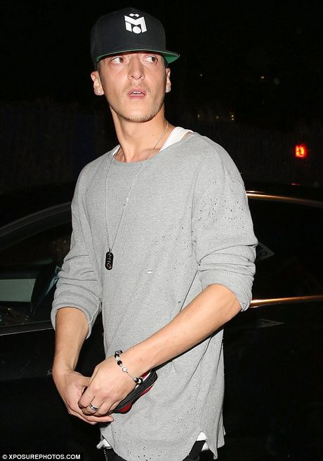 Mesut Ozil mung sinh nhat cung hop dem voi Justin Bieber - Anh 3