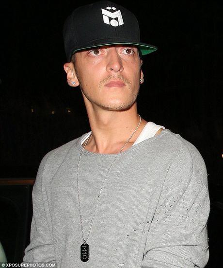 Mesut Ozil mung sinh nhat cung hop dem voi Justin Bieber - Anh 4