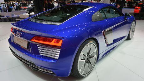 Audi khai tu sieu xe R8 e-tron - Anh 2