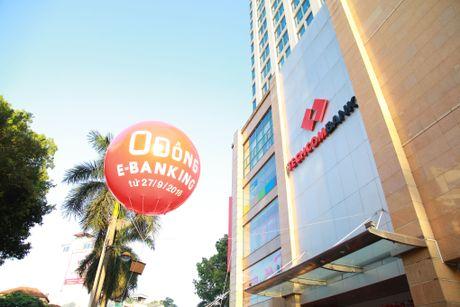 Mien phi e-banking: Dau an 23 nam thanh lap Techcombank - Anh 1