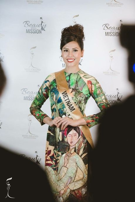 Nguyen Loan trinh dien ao tu than o Miss Grand International - Anh 2