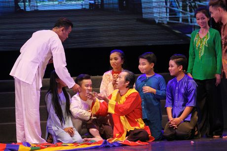 Hoai Linh nhan than dong cai luong mien Tay lam con nuoi - Anh 4