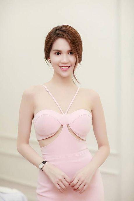 Ngoc Trinh, Truong Giang gop gan 400 trieu ung ho mien Trung - Anh 1