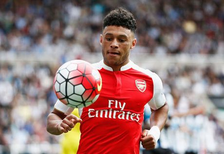 Chamberlain 'doa' roi bo Arsenal de duoc da chinh - Anh 3